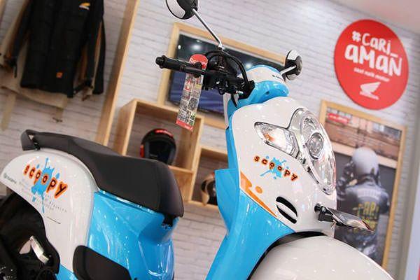 Motor matic yang disukai wanita - Honda Scoopy