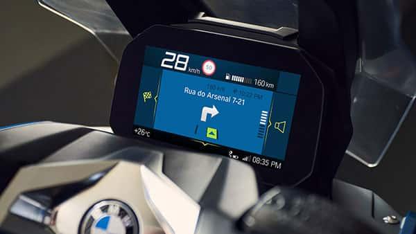 Fitur BMW C 400 X - Layar TFT