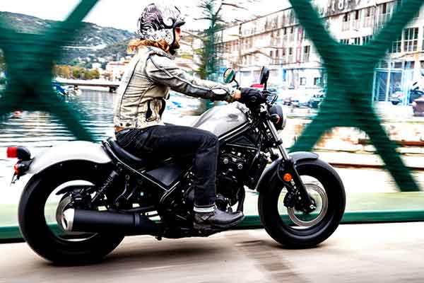 Posisi Berkendara Honda Rebel CMX500