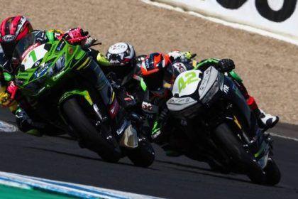 Aksi Pembalap di Sirkuit Jerez - WorldSSP300 2019